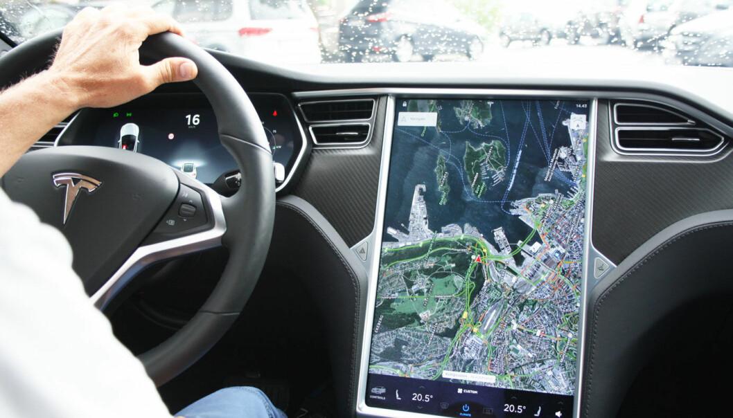 S OG X: Feilen gjelder skjermer på tidlige Model S og Model X-biler.