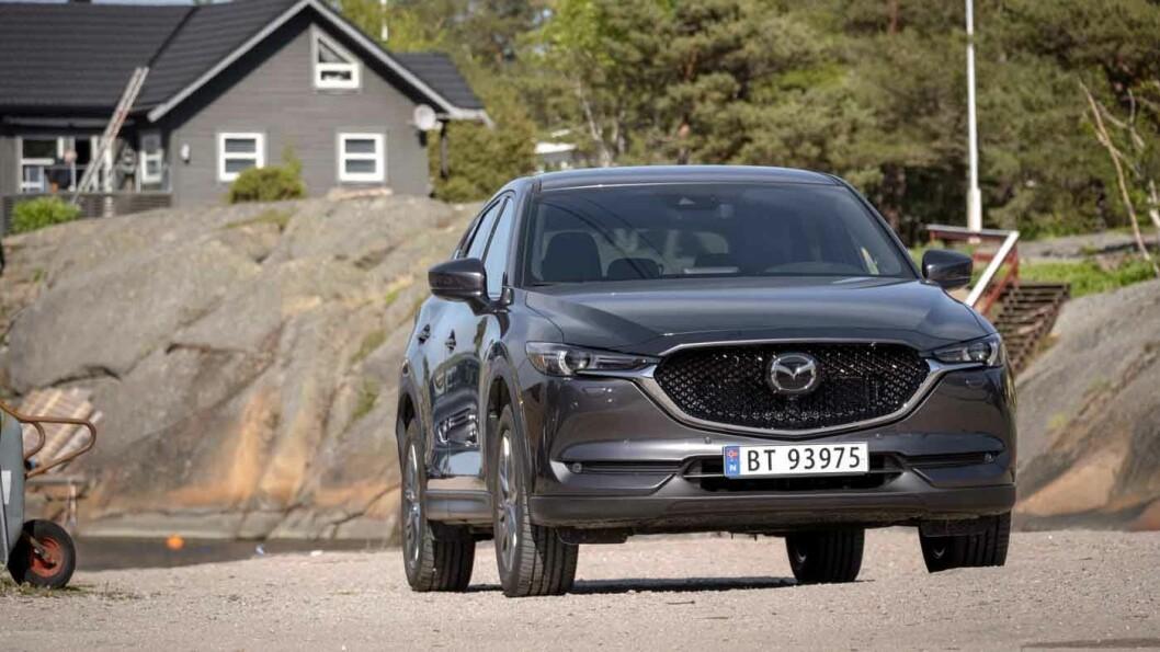 OPPGRADERT: Mazda CX-5 har fått nytt design på det gamle karosseriet og mer utstyr, men kanskje viktigst – bedre støydemping. Foto: Jon Terje Hellgren Hansen