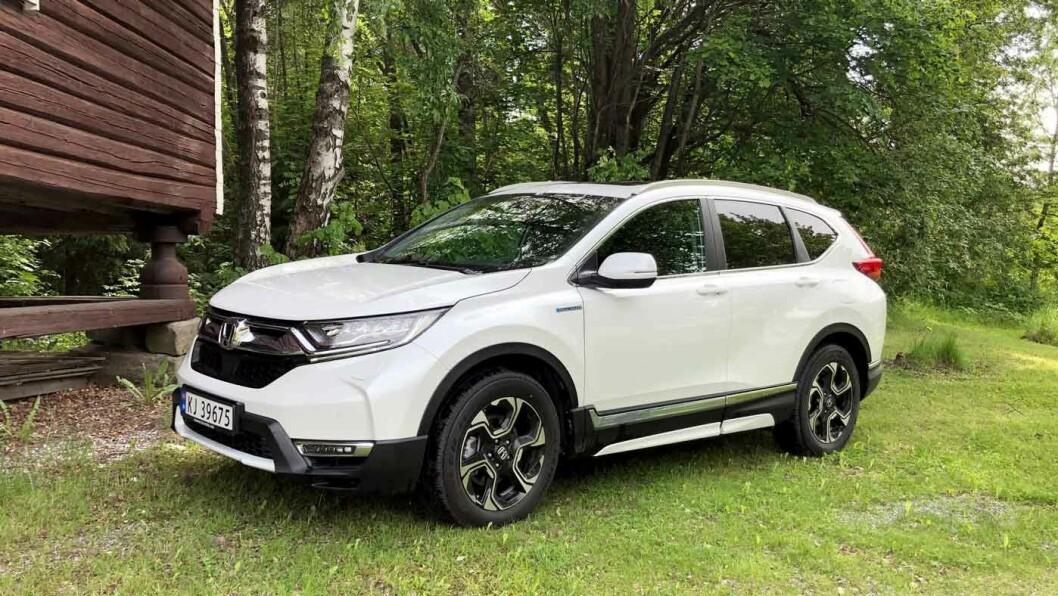 SJELDENT SYN: Honda CR-V har størrelse og egenskaper som passer det norske markedet. Nå har den også kommet som hybrid. Men prisen blir litt for drøy. Foto: Øivind A. Monn-Iversen
