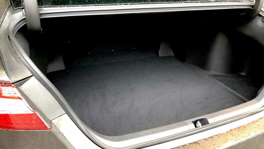 STORT VOLUM: Bagasjerommet rommer 524 liter, det holder til de fleste som ikke har hund eller store barnevogner.