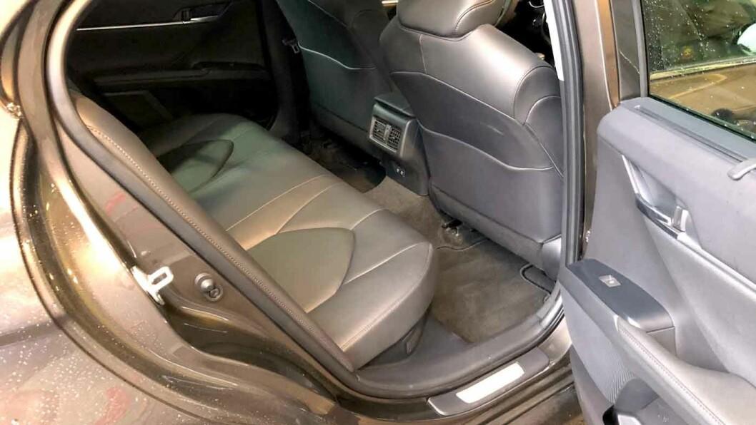 TAXI-DRØM: Bakseteplassen er overdådig i en limousine som dette. Camry blir et vanlig syn i taxitrafikken.