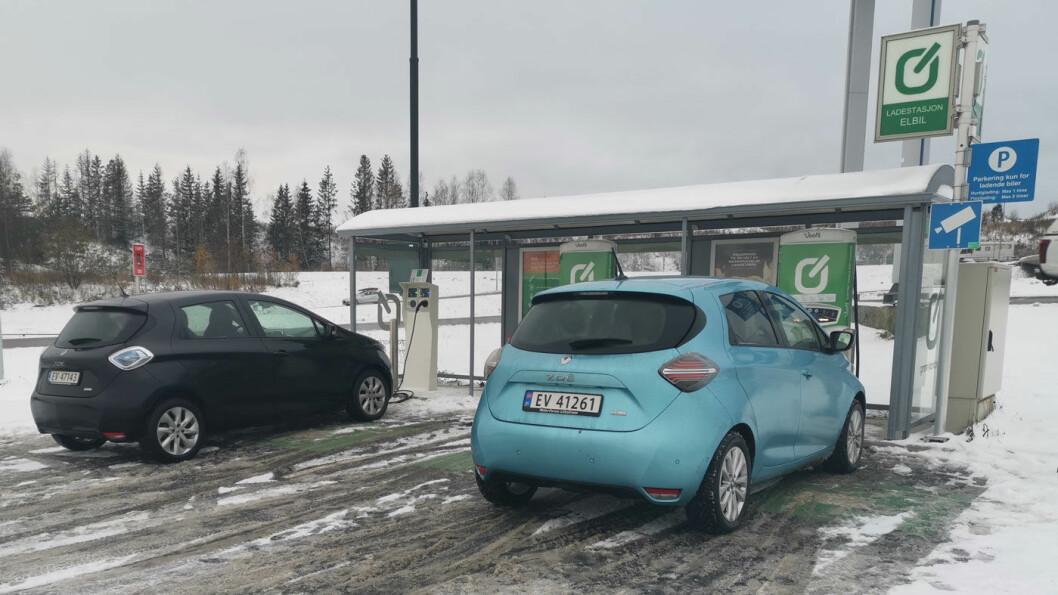 LADEKLAR: Zoes kan nå lynlades (50 kW) og er i tillegg tilpasset alle norske standarder.