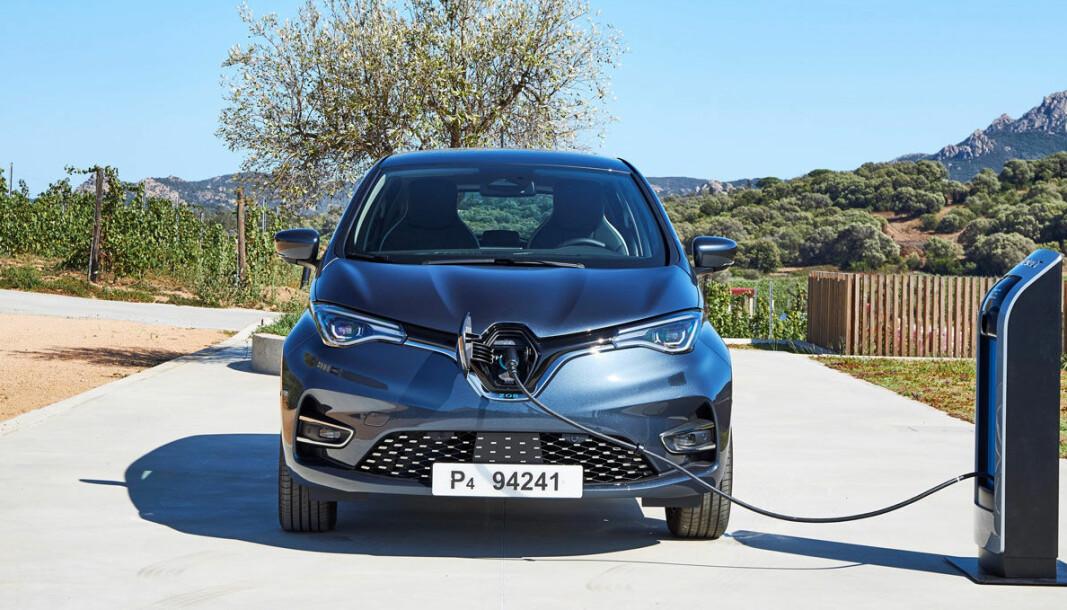 LEDEREN: Det er Renault Zoe som er mest solgte elbil i Europa i 2020, men i oktober gikk VW ID.3 forbi.