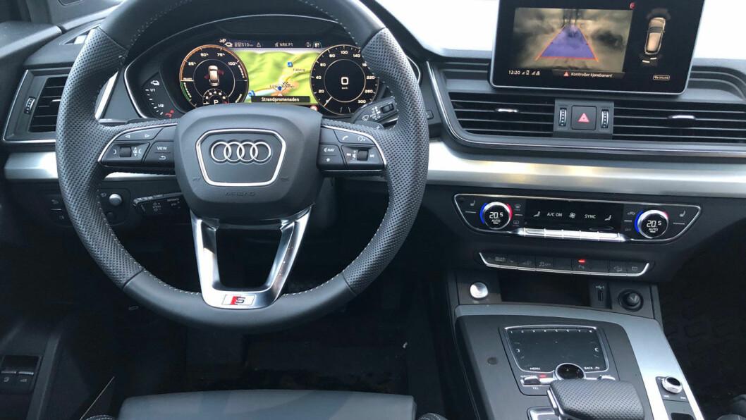 LITT GAMMELDAGS: Interiøret har meget høy kvalitet, men føles ikke spesielt eksklusivt. Infotainmentskjermen er større på nyere Audi-modeller.