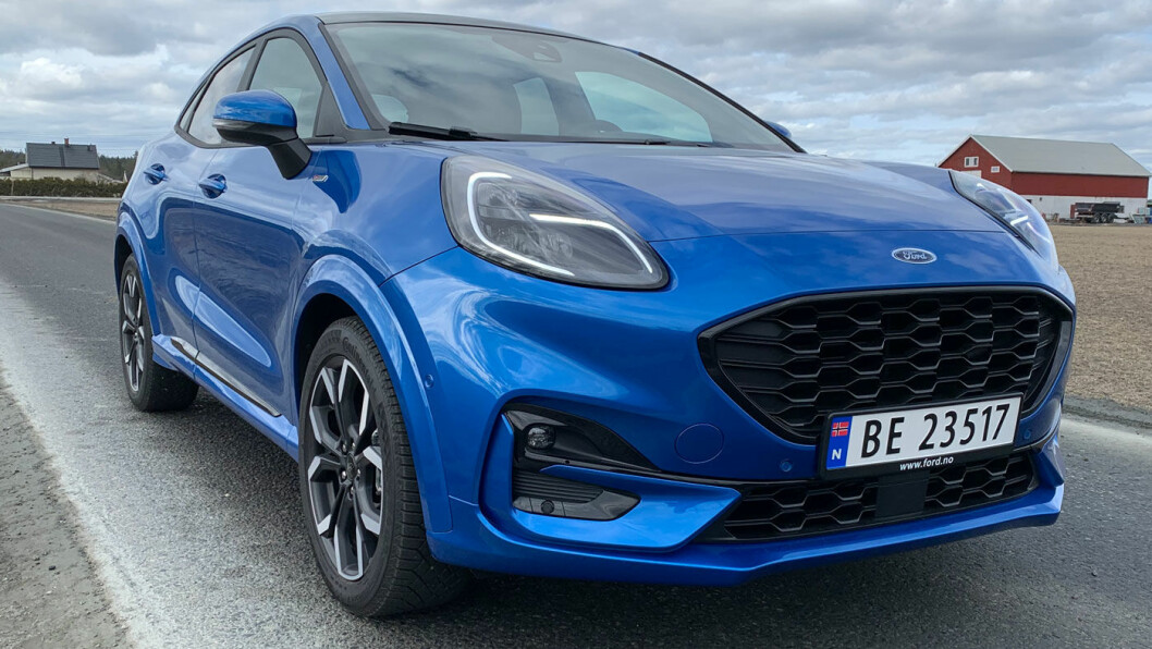 BLIDT FJES: Det er ikke lett å gjette at Fords yngstemann er basert på Fiesta. Designerne har laget en helt egen front til Puma.