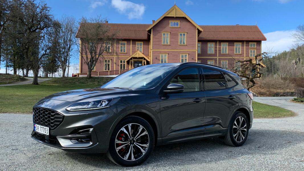 PORSCHE-INSPIRERT: Ford har gått bort fra den litt røffe SUV-stilen fra forrige Kuga.