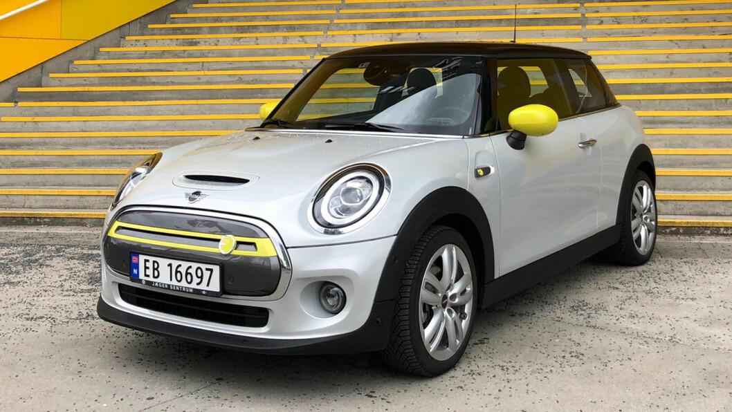FARGERIK: Helelektriske Mini fås i mange farger, men gule innslag vil alltid minne el-motor.