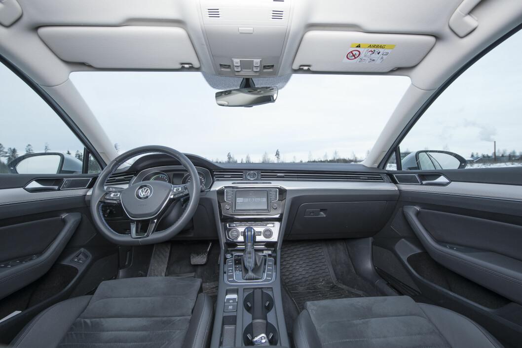 GOD UTSIKT: Tradisjonelt sett er VW Passat en populær bruktbil, og testerne tipper at det blir et lavt verditap også på denne utgaven.