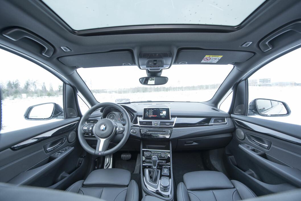 NESTEN PRAKTISK: Bilen får et minus for den lave plasseringen av betjeningspanelet for varme og ventilasjon, som gjør at man må ta blikket fra veien for lenge.