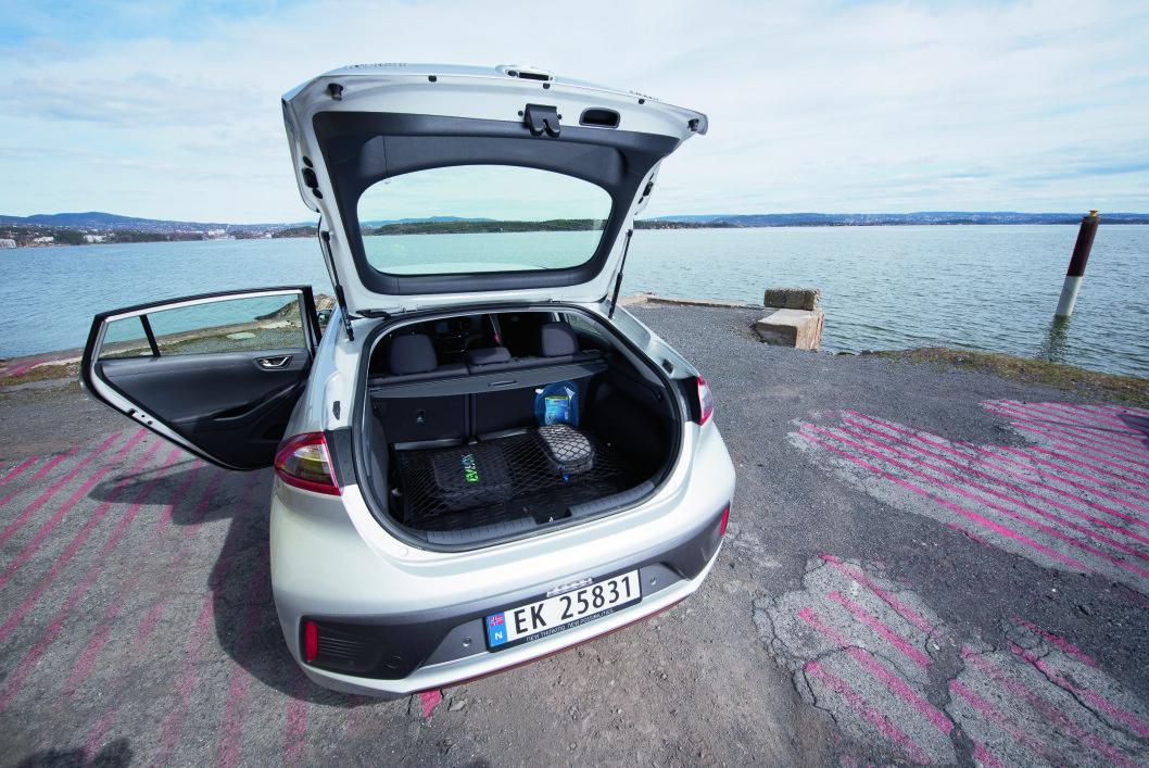 FAMILIE-ELBIL: Hyundai Ioniq EV er en elbil med såpass mye plass at den fint kan brukes av en barnefamilie.