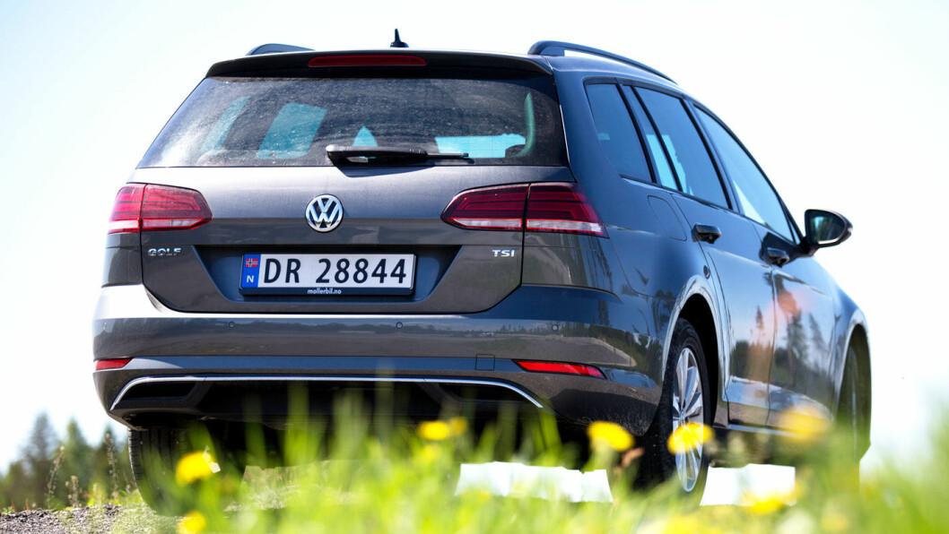 ALLE LIKER: Ennå har vi til gode å finne en person som ikke liker seg bak rattet i VW Golf.