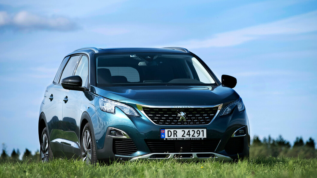 TOTAL FORVANDLING: Peugeot 5008 har gått fra å være en praktisk men kjedelig flerbruksbil til en spennende og svært praktisk SUV. Foto: Jon Terje Hellgren Hansen
