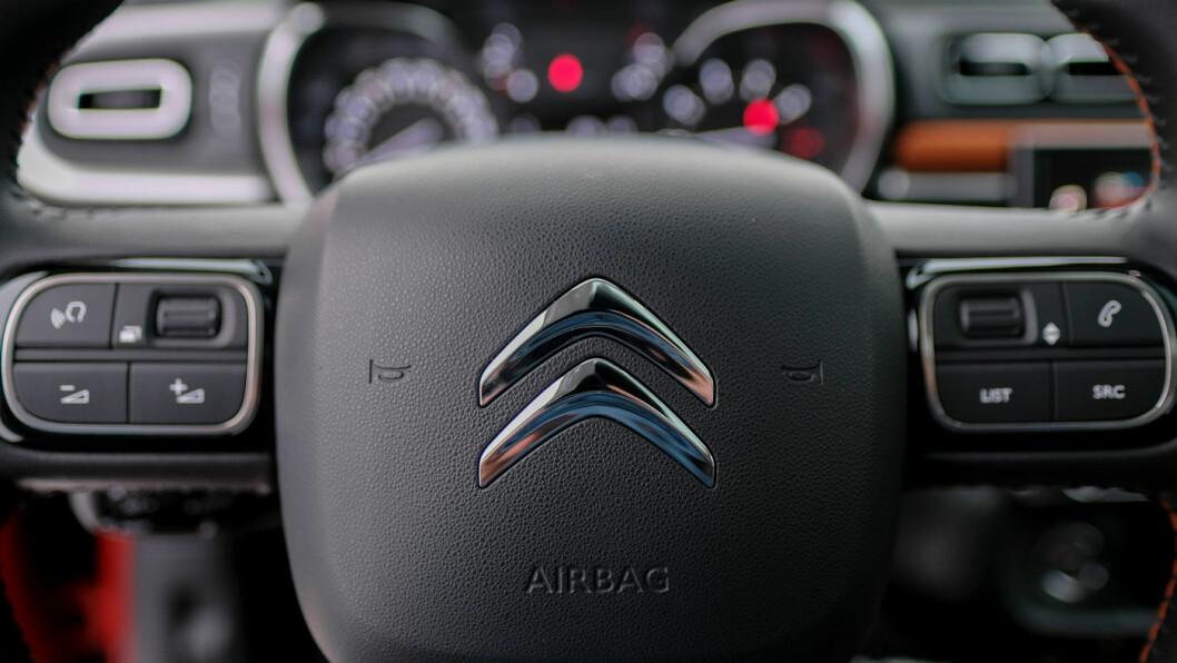 OVERSIKT: Du sitter litt høyere her enn i andre småbiler. Interiøret er oversiktlig.