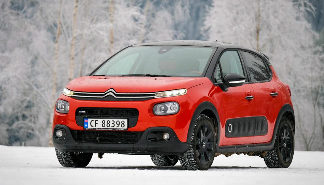 """<span class="""" font-weight-bold"""" data-lab-font_weight_desktop=""""font-weight-bold"""">LITE UNNTAK: </span>Billigste utgave av Citroën C3 leveres med reservehjul på det norske markedet. Den koster fra 220.000 kroner."""