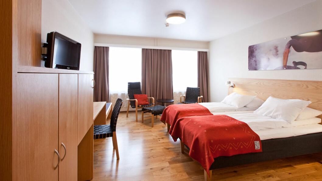 STORT OG FUNKSJONELT: Rommet er om ikke en estetisk nytelse, så rent og trivelig.