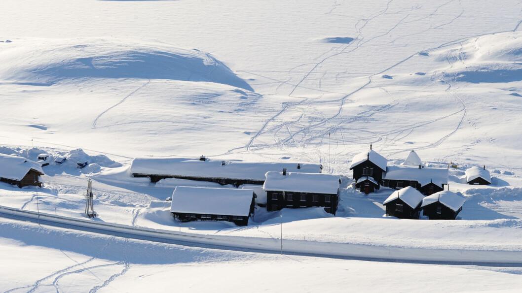 UTROLIG BELIGGENHET: Haukeliseter fjellstue ligger flott til på fjellovergangen mellom øst og vest. Det gjør overnattingen til en opplevelse. Foto: Fredrik Haaverstad