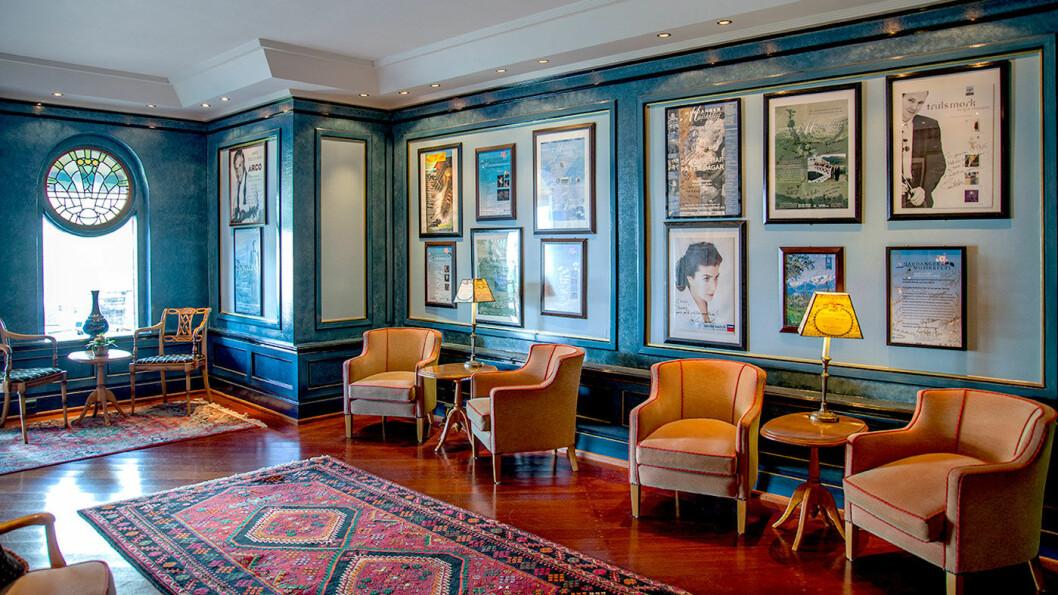 STORE FELLESOMRÅDER: Hotellet er stort, men både spisesalen og stuene er oppdelt i mindre soner, slik at det er mulig å finne et rolig hjørne. Foto: Jeanett Økland