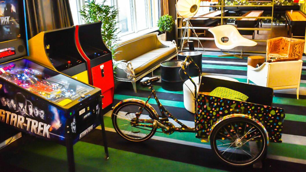 LEK OG MORO: Hyggelig, avslappet og sosialt - loungen er et godt sted å være. Foto: Joseph Miller/Generator Hostels