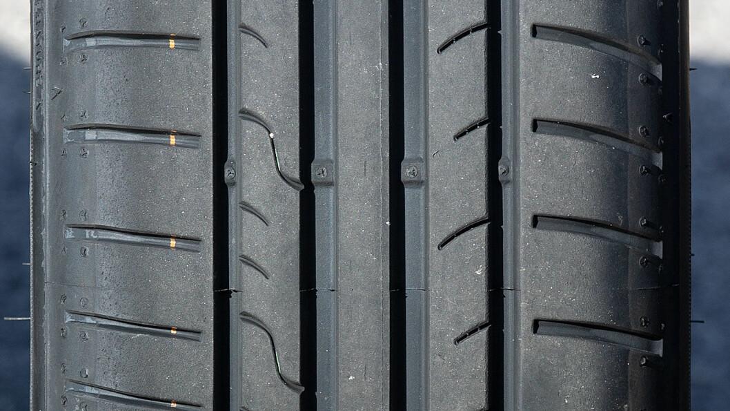 ALLROUNDER: Dunlop-dekket er aldri på topp, men unngår også bunnplasseringer i vår test.