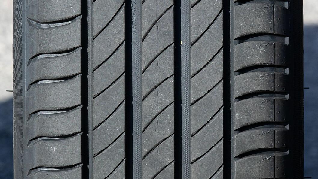RETT PÅ: Fjerde generasjon Primacy har klassiske Michelin-egenskaper – og sliter i svingene.
