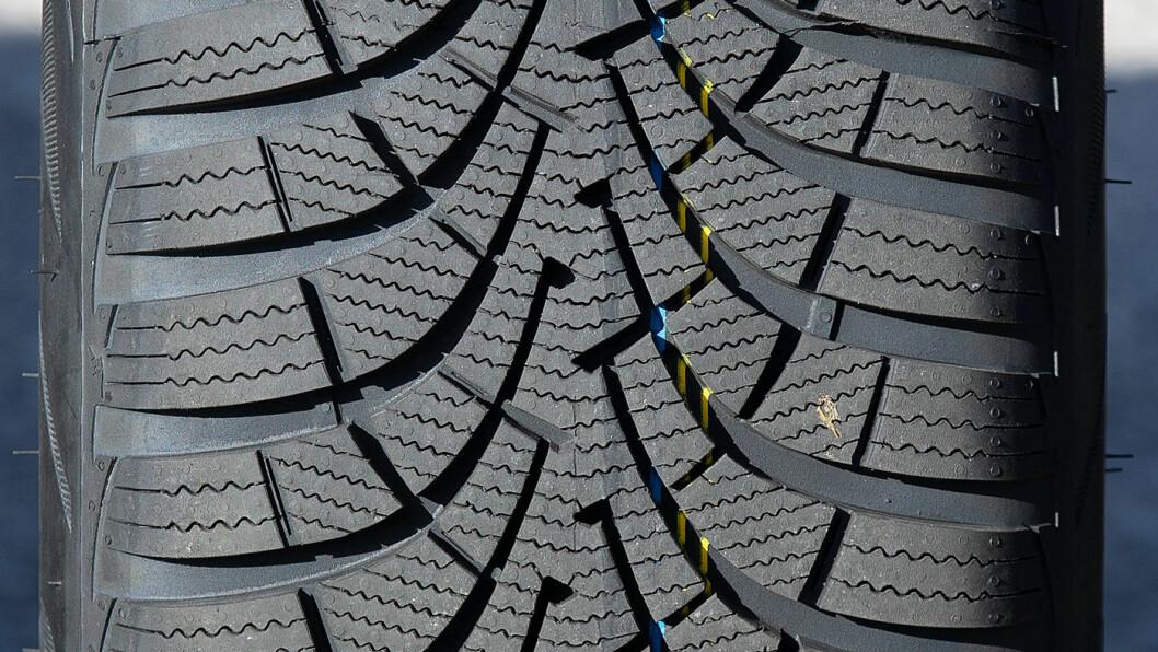 VINTER HELE ÅRET: I et par disipliner på våt asfalt har vinterdekket OK resultater, men oftest faller det helt gjennom på sommerføre.