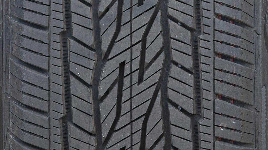 FEIL KLASSE: Dette Conti-dekket beviser i denne sammenheng at du ikke skal ha off-road-dekk for asfaltkjøring.