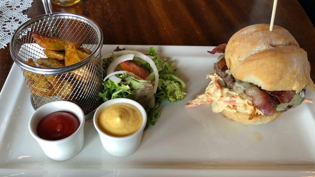 SJEKK BRØDET: Hjemmelaget hamburgerbrød!