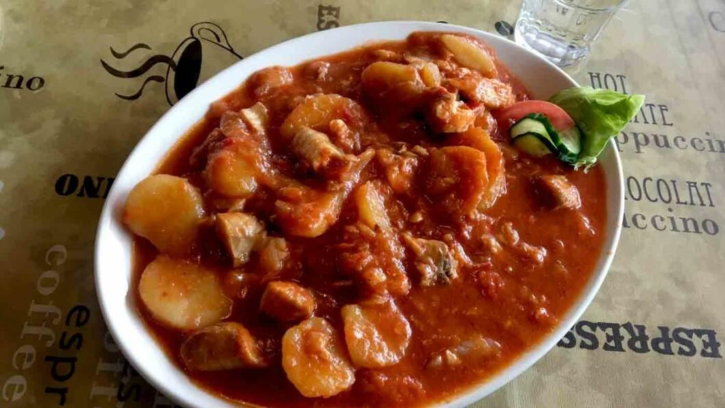 GODT OG RAUST: Det er mye av alt i bacalaoen, og tomatsausen har litt sting.