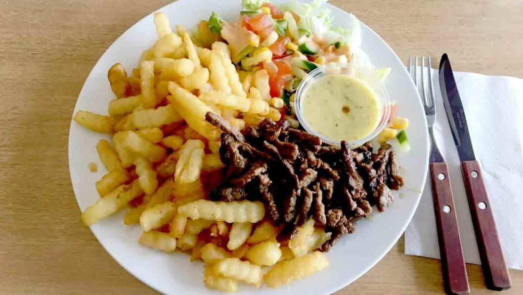 SNADDER OG SNADDER: Biffsnadderet er tørrstekt og salt, men pommes frites kan de virkelig lage!