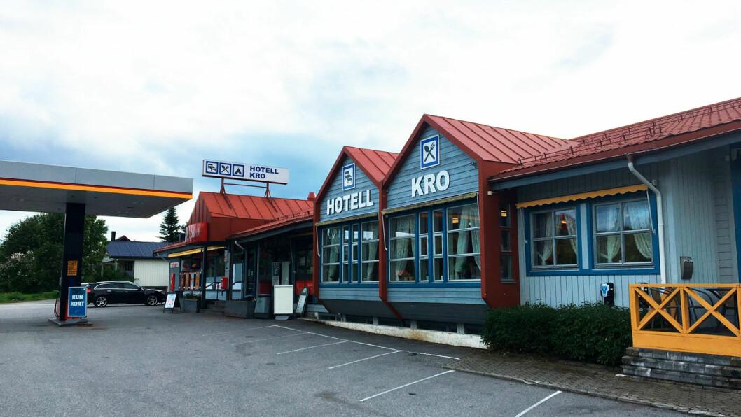 NAMSSKOGAN HOTELL: Veikroa ligger på den andre siden av veien for Namsskogan familiepark.