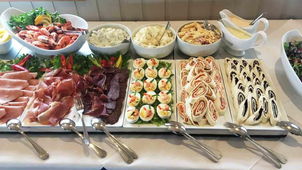 FRISTENDE BUFFET: Søndager er det buffet med kalde og varme retter på Ramberg Gjestegård.