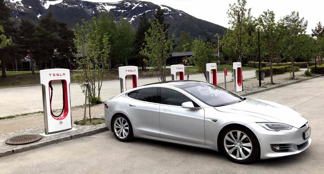 Elon Musk bekrefter at Supercharger V3 øker til 300 kW