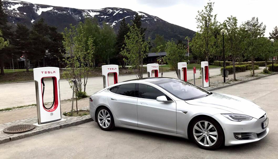 EFFEKT OPP: Elon Musk har bekreftet at V3-ladestasjonene skal få maksimal ladeeffekt hevet fra dagens 250 til 300 kilowatt.