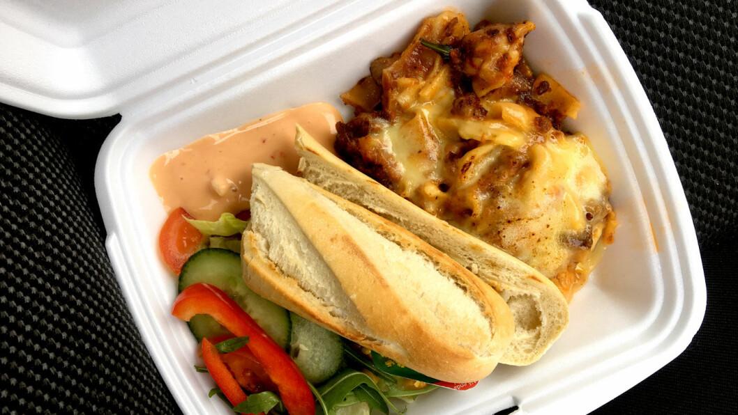 NESTEN KJØTTFRI: Lasagnen er hjemmelaget og god, men vi savner hvit saus og litt mer kjøtt i den.