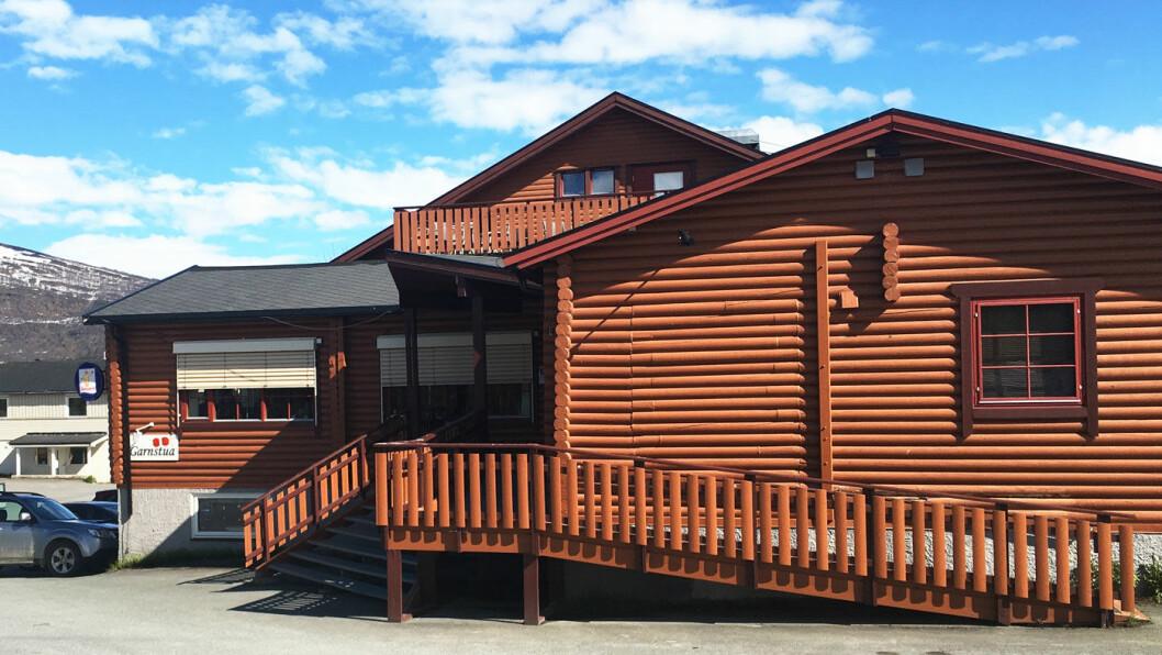 PÅ VAKRE SENJA: Du får mat av god restaurantklasse på Senjastua i Silsand.