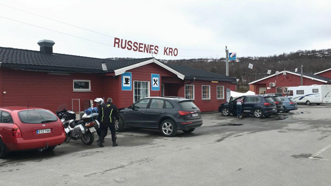 ALT-I-ETT: Russenes har både kro, hotell, camping og souvenirbutikk, men er ikke på toppnivå.