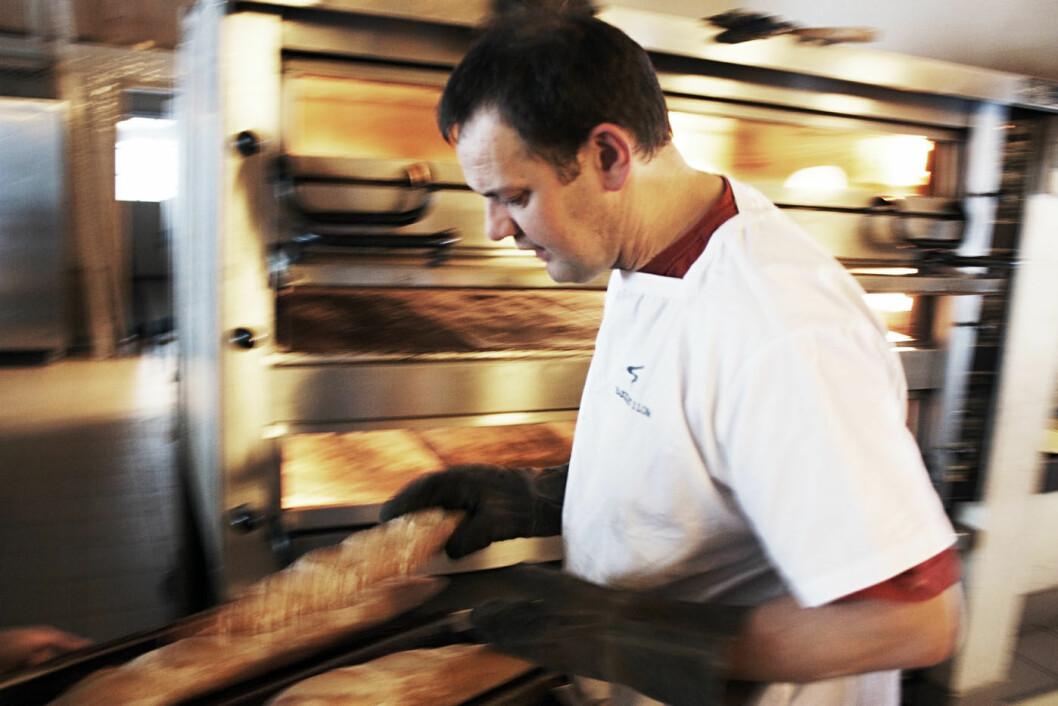 KUNST OG HÅNDVERK: Morten Schankenda startet Bakeriet i Lom i 2004. Siden har han gledet tusenvis av gjester med fantastisk bakst. Foto: Pål Rødal