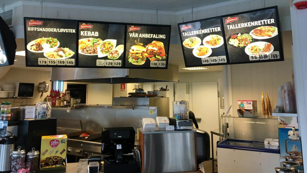 GATEKJØKKENMENY: Menyen er tradisjonell med blant annet burgere, biffsnadder og løvsteik.