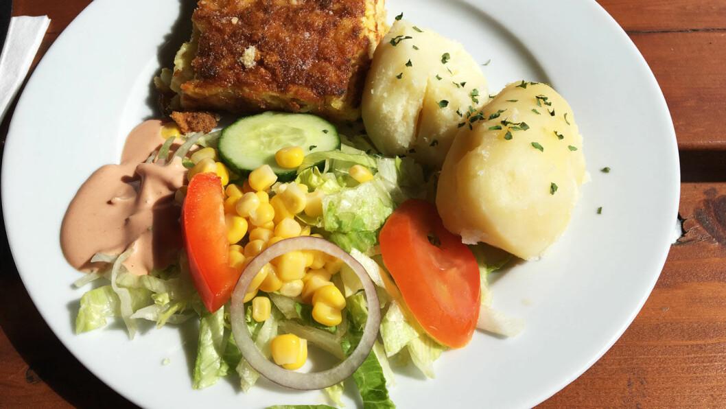 HJEMMELAGET: Fiskegratengen smaker godt, men tilbehøret er ikke på høyden.