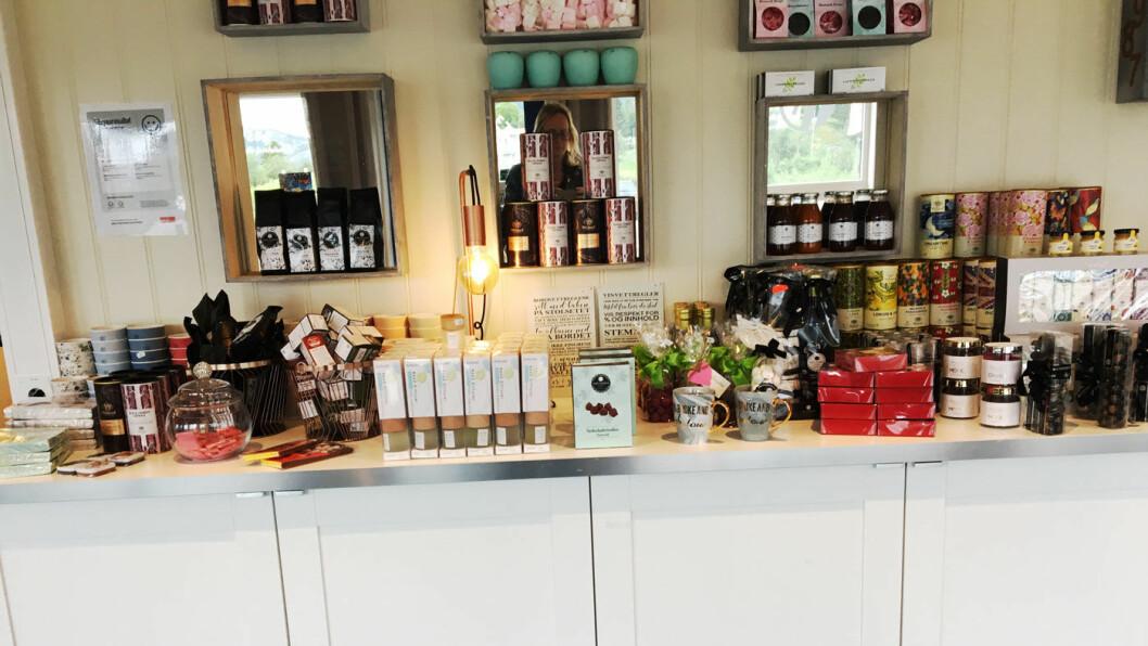 LITT SMÅGODT: Du kan kjøpe meg deg te i fine bokser, god olivenolje og lekre sjokolader.