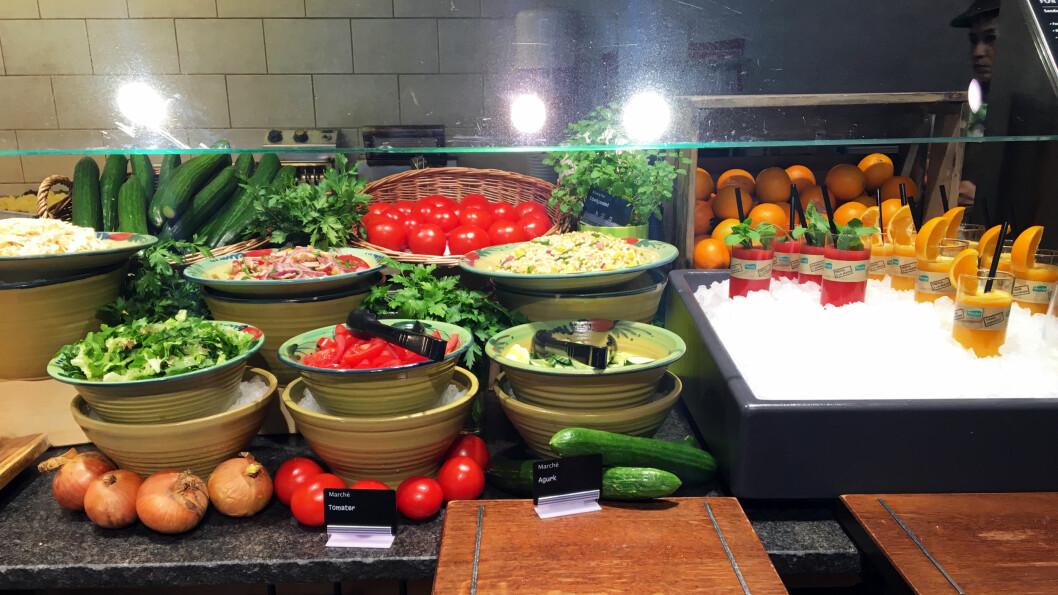 FRISKT OG GRØNT: Bland din egen salat av friske grønnsaker og smak for all del på en av nypressede juicene.