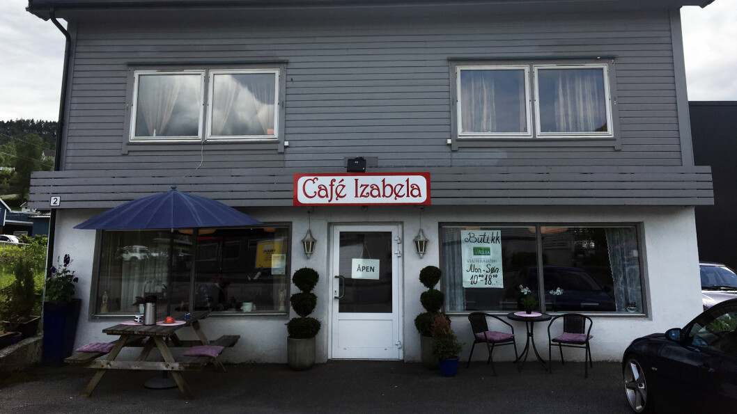 BUFFET OG DELIKATESSER: Café Izabela kombinerer matservering med en liten butikk med utenlandske spesialiteter.