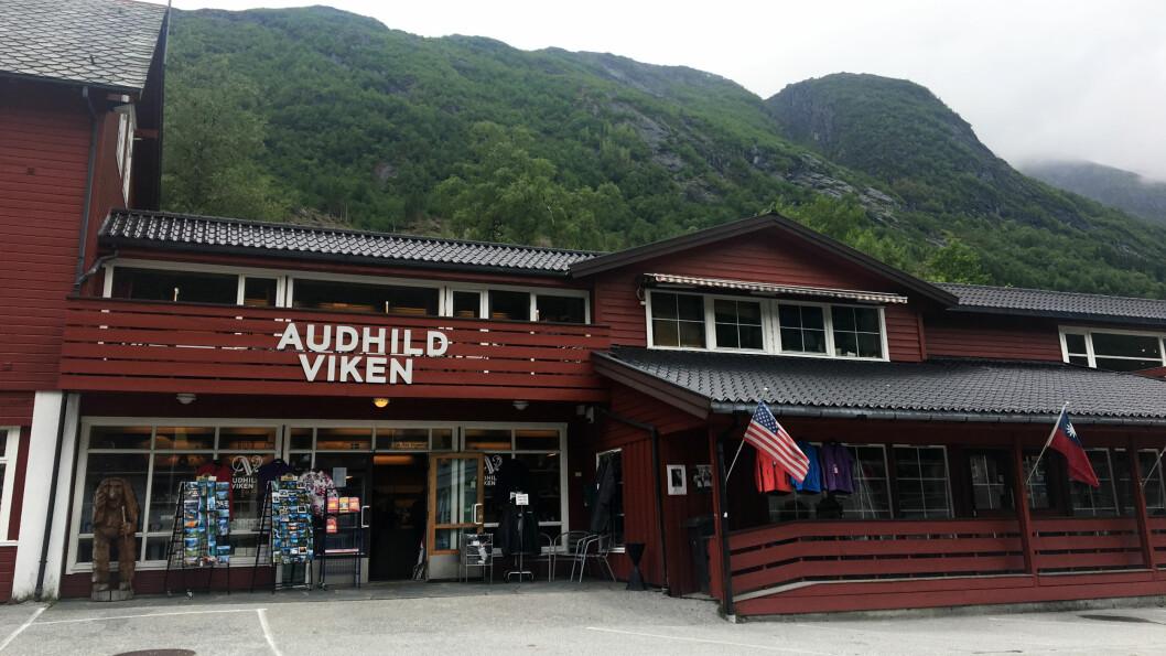 EN INSTITUSJON: Det som en gang var Audhild Vikens vevstue er fortsatt en besøksmagnet med kafé og butikkutsalg.