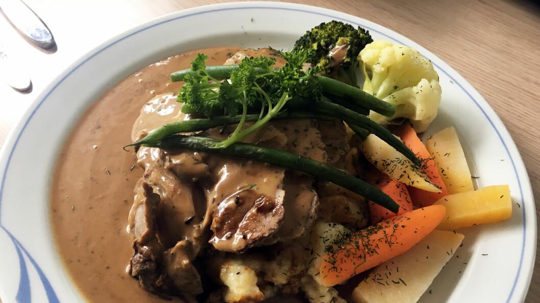 MØRT OG FINT: Kalvesteik med grønnsaker og poteter.