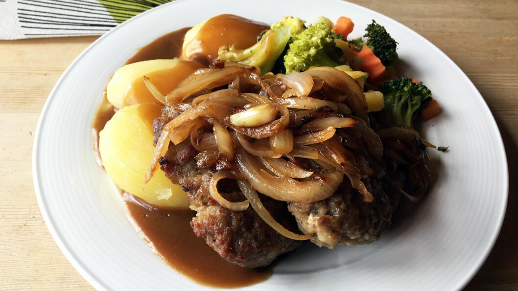 HELHETEN SVIKTER: Karbonadene er hjemmelagde og gode, men hvorfor går det ikke an å servere ordentlige poteter og grønnsaker til?
