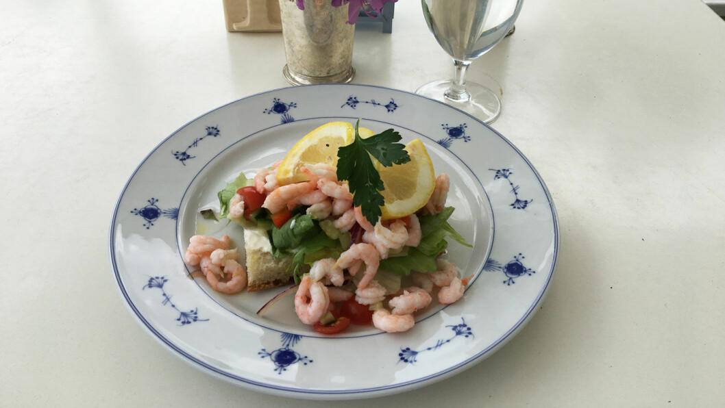 LUNSJMENY: Du kan få tre retters middag, men på dagtid er det en veldig liten meny, men alt er hjemmelaget og godt.