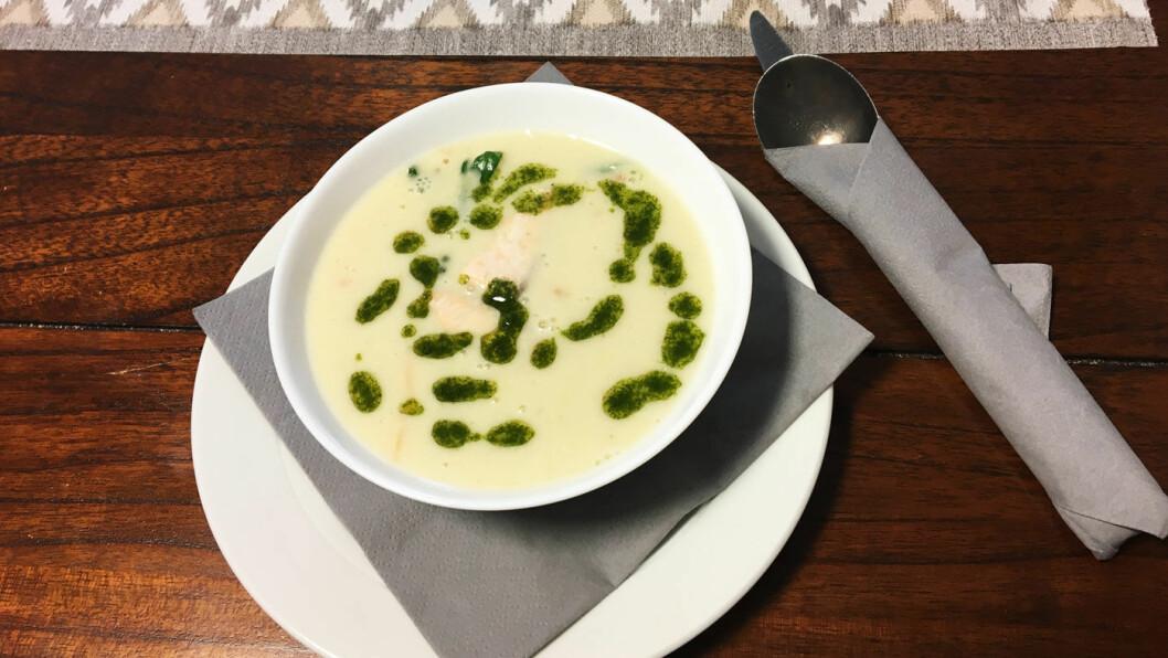 FISKESUPPE: Suppen er egentlig en forrett, men den metter godt, og fisk og skalldyr er perfekt kokt.