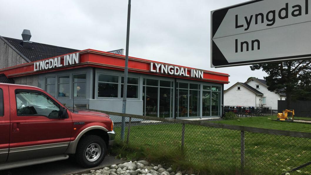 LYNGDAL INN: Veikro ved bensinstasjon utenfor sentrum av Lyngdal.