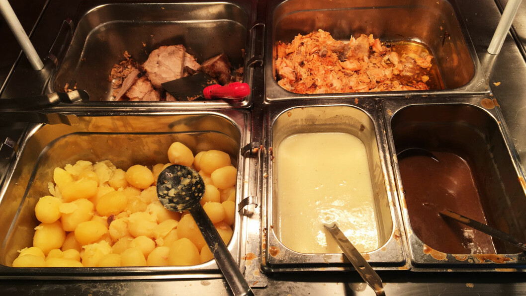 HVER SØNDAG: Buffet med laks, svinenakke, biff stroganoff, pølser og dessert til 260 kr.