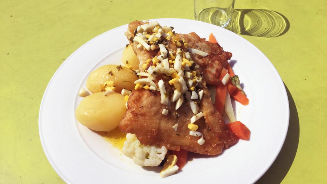 DAGENS FISK: Stekt torsk med eggehakk.